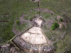 Раскопанная часть кургана. Вид с юга.