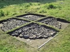 Зачистка каменной конструкции кургана пазырыкской культуры. Вид с запада.