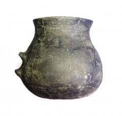 Серолощеная глиняная кружка. Курган 1, погр. 1.