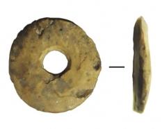 Изделия из кости: пронизка диам. 0,65 см.