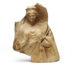 Находки с поселения: терракотовая протома богини. III в. до н.э.