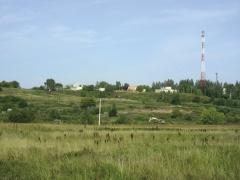 Поселение (на переднем плане) и могильник. Вид с востока (с поймы реки).
