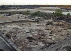 Раскопанный участок поселения. Столбовые ямы жилища 2. Вид с юго-юго-запада.